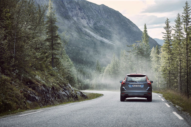 201093_volvo_xc60_rear_driving_b.jpg